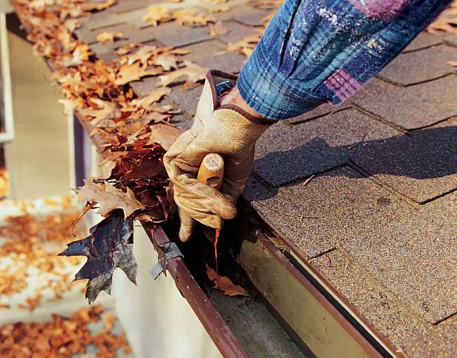 Cleaning home gutters