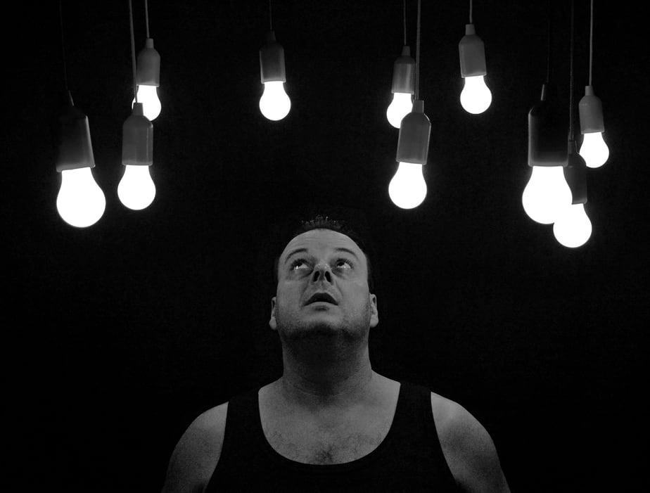 Turn off light bulbs to save energy