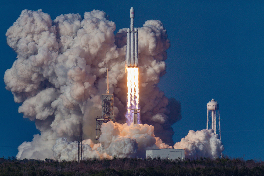 first launch of the spacex falcon heavy rocket