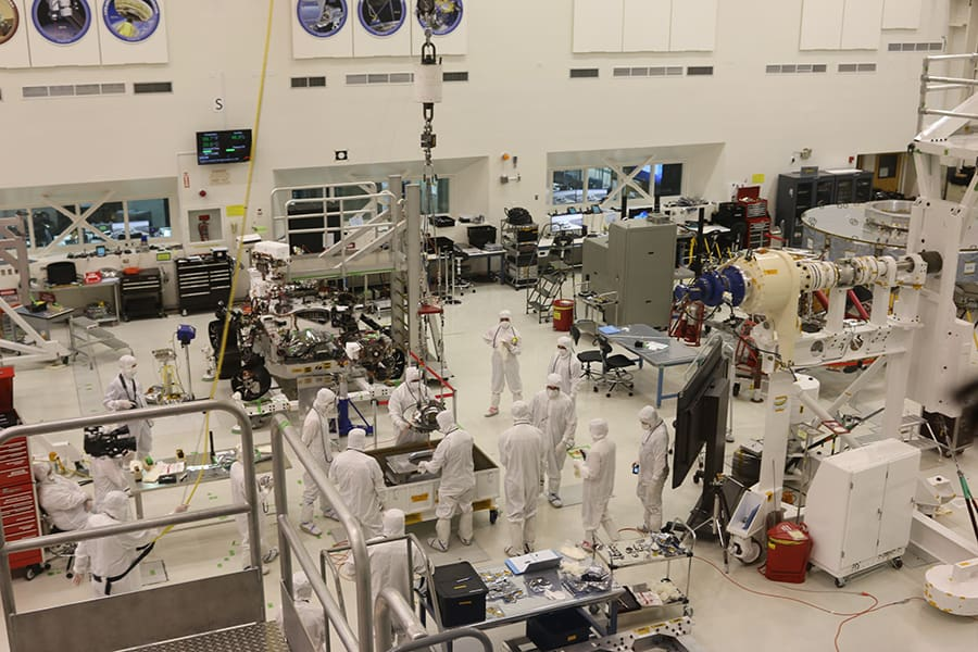 assembling the mars rover at jet propulsion laboratory