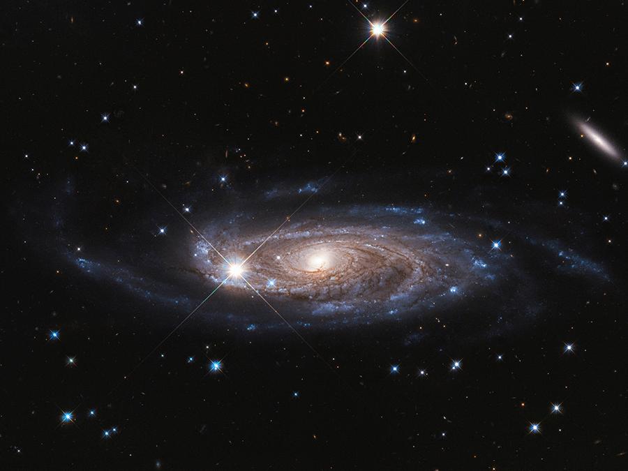 hubble space telescope photograph showcasing galaxy UGC 2885