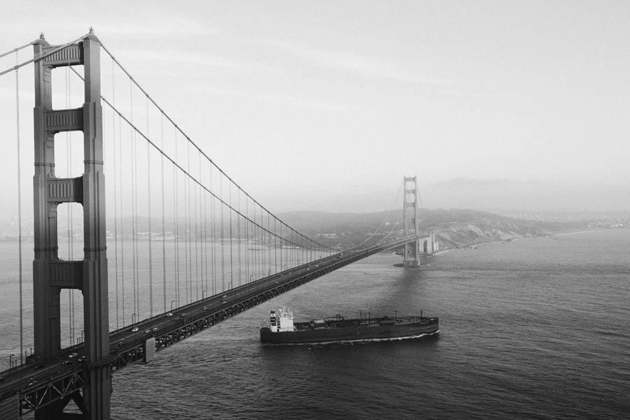 golden gate bridge black and white